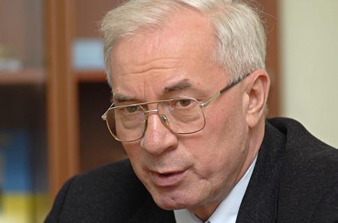 Азаров поручил ускорить повышение зарплат