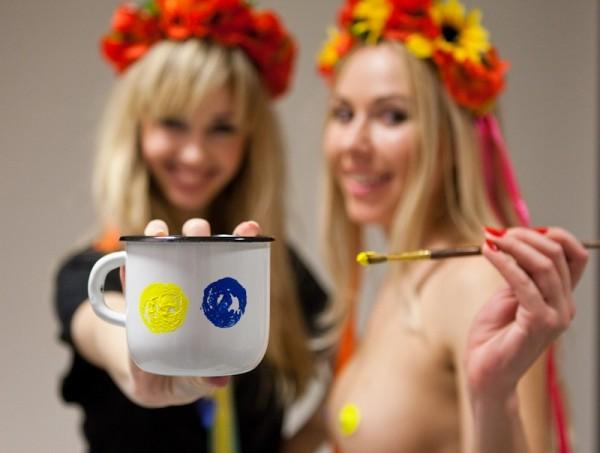 Девушки из Femen продают свои прелести по 100 долларов