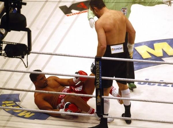 Виталий Кличко победил Одланьера Солиса в первом раунде