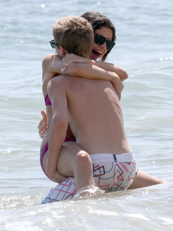 Селена Гомес и Джастин Бибер занялись любовью на пляже