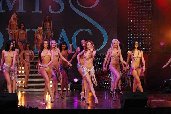 Девушки на подиуме голые фото — pic 13