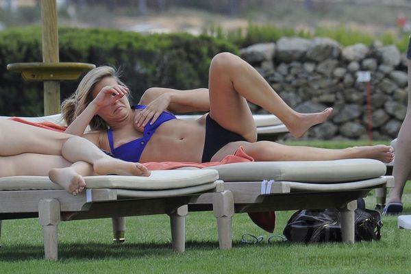 Бар Рафаэли продемонстрировала свои прелести на пляже