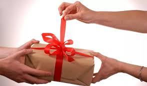 Какой оригинальный подарок выбрать к празднику?
