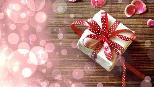 Как подобрать подарок родному человеку?