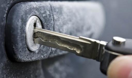 Что делать в ситуации, когда не открывается дверь в автомобиле