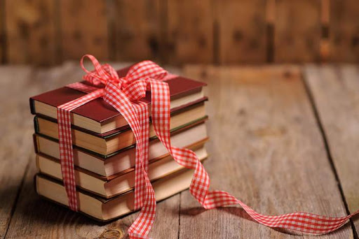 Книга – один из лучших вари антов для подарка на Новый год