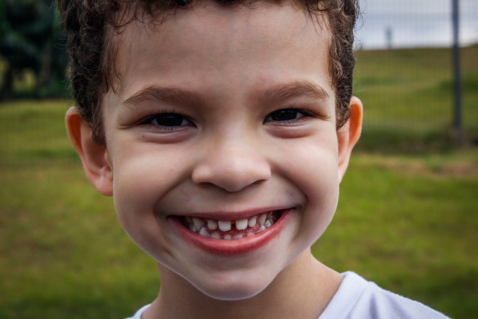 Когда удалять молочные зубы по ортодонтическим показаниям?